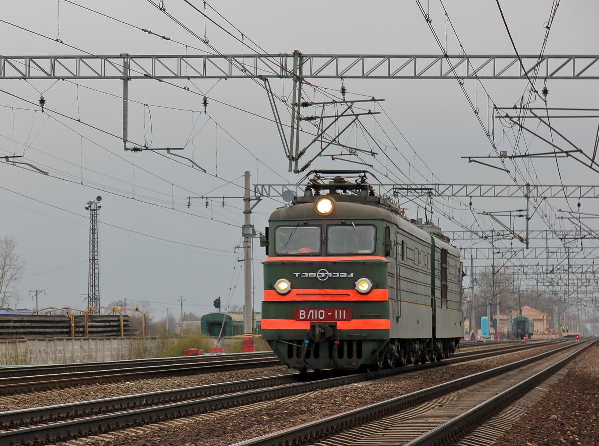 Электровоз ВЛ10-111 на станции Решетниково
