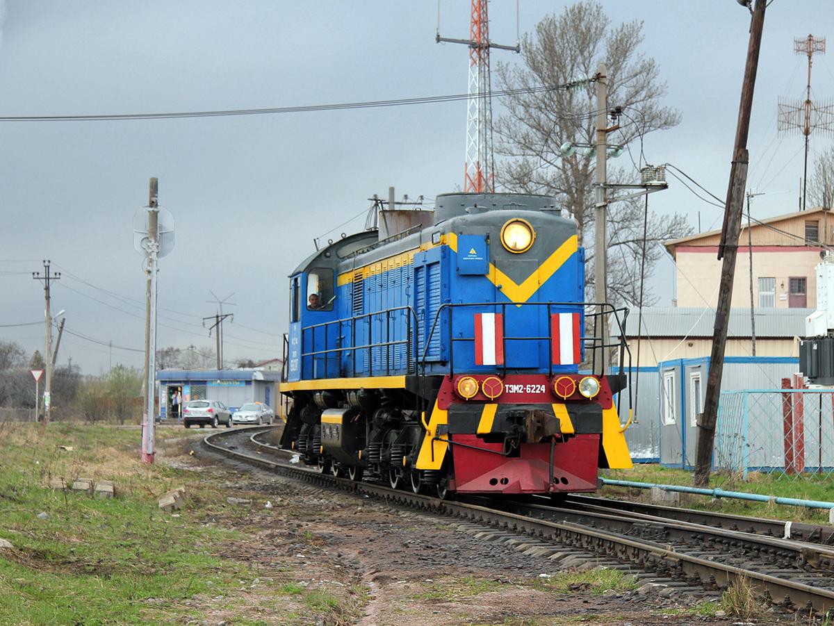 Тепловоз ТЭМ2-6224 на подъездном пути от станции Решетниково