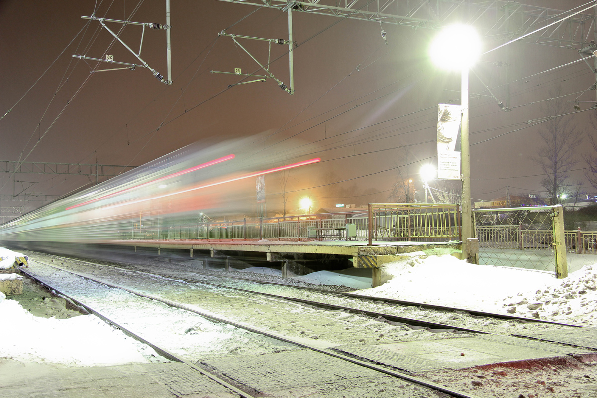 Электропоезд на станции Завидово
