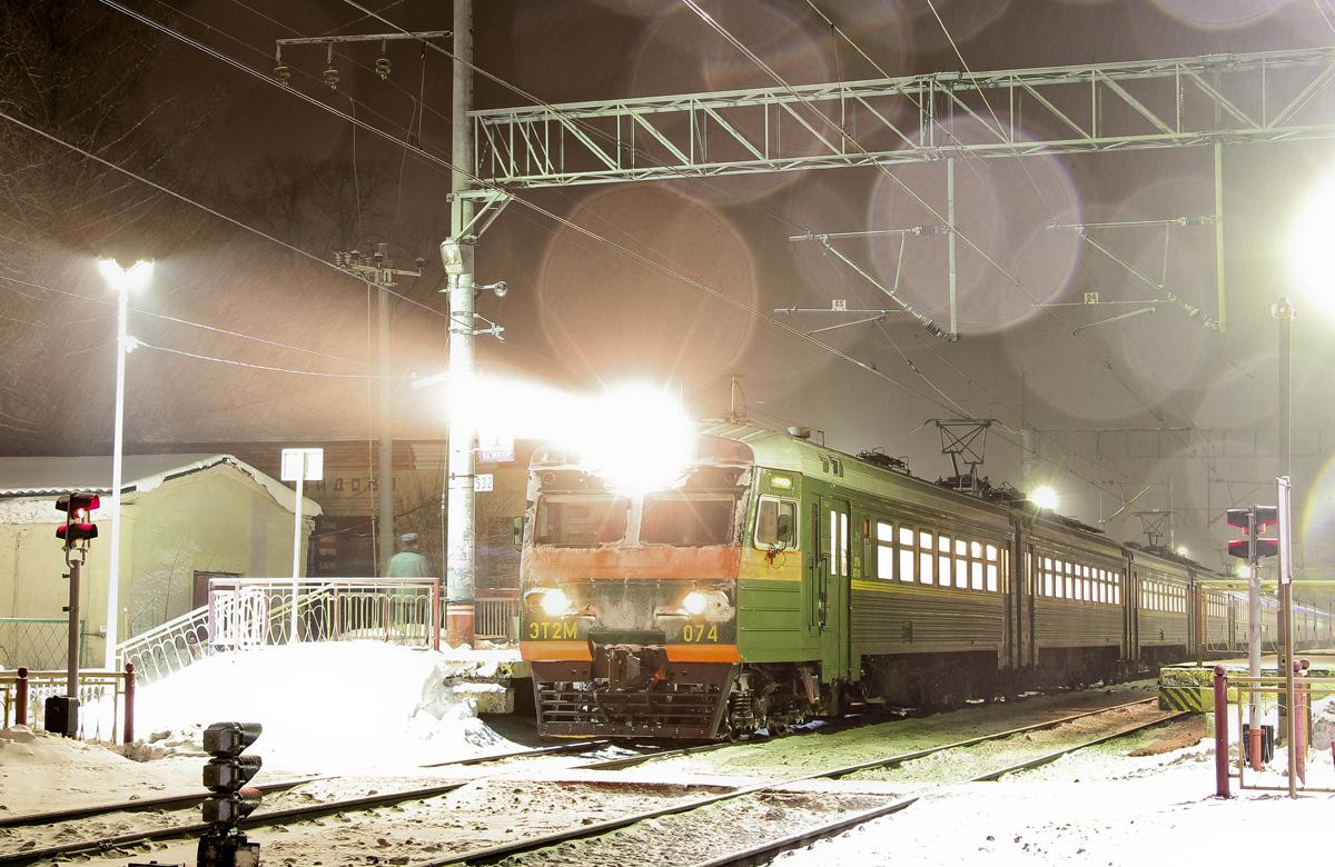 Электропоезд ЭТ2М-074 на ст. Завидово