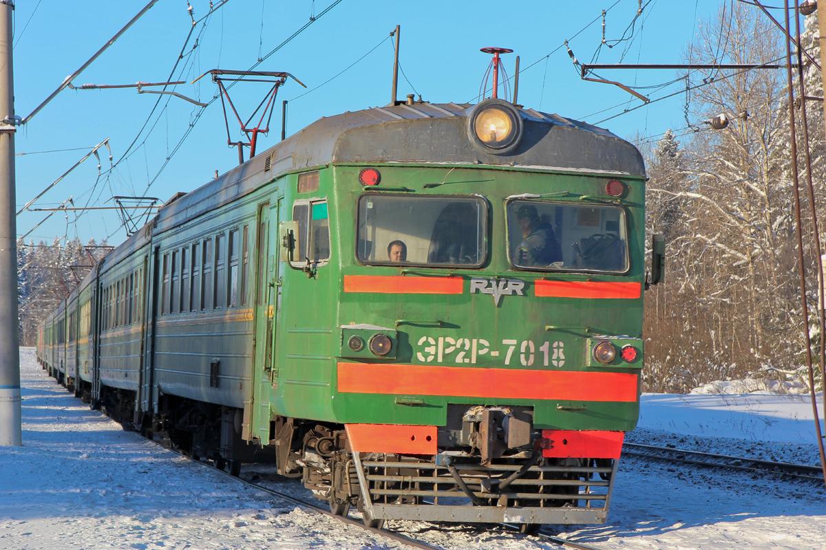 Электропоезд ЭР2Р-7018 на перегоне Волоколамск - Чисмена
