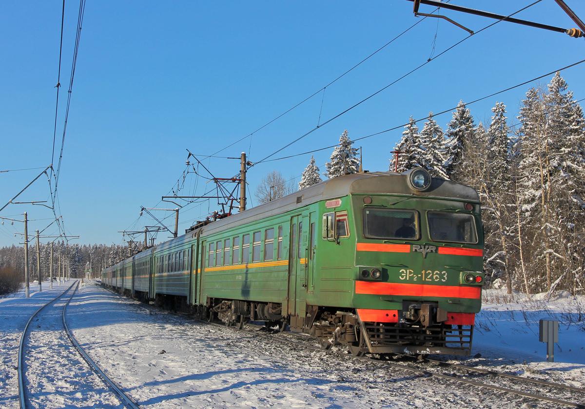 Электропоезд ЭР2-1263 на перегоне Чисмена - Волоколамск
