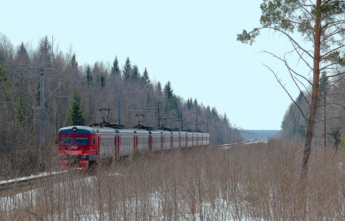 Электропоезд ЭТ2М-118 на перегоне Конаково ГРЭС - Конаковский Мох