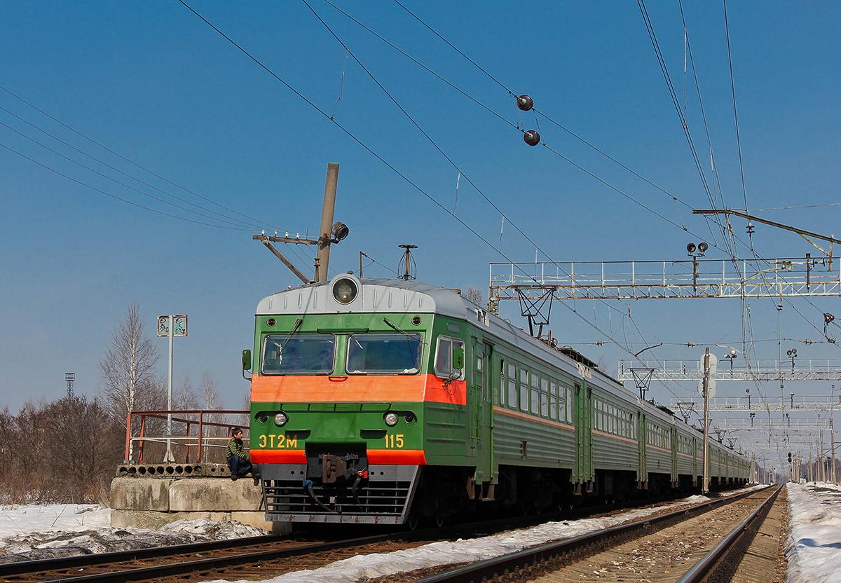 Электропоезд ЭТ2М-115 на ст. Конаковский Мох