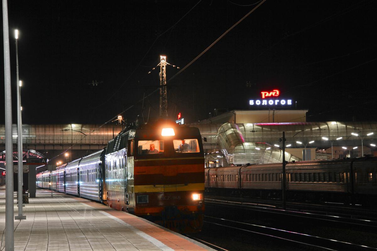 Электровоз ЧС2Т-946 с поездом Москва - Петрозаводск на ст. Бологое-Московское