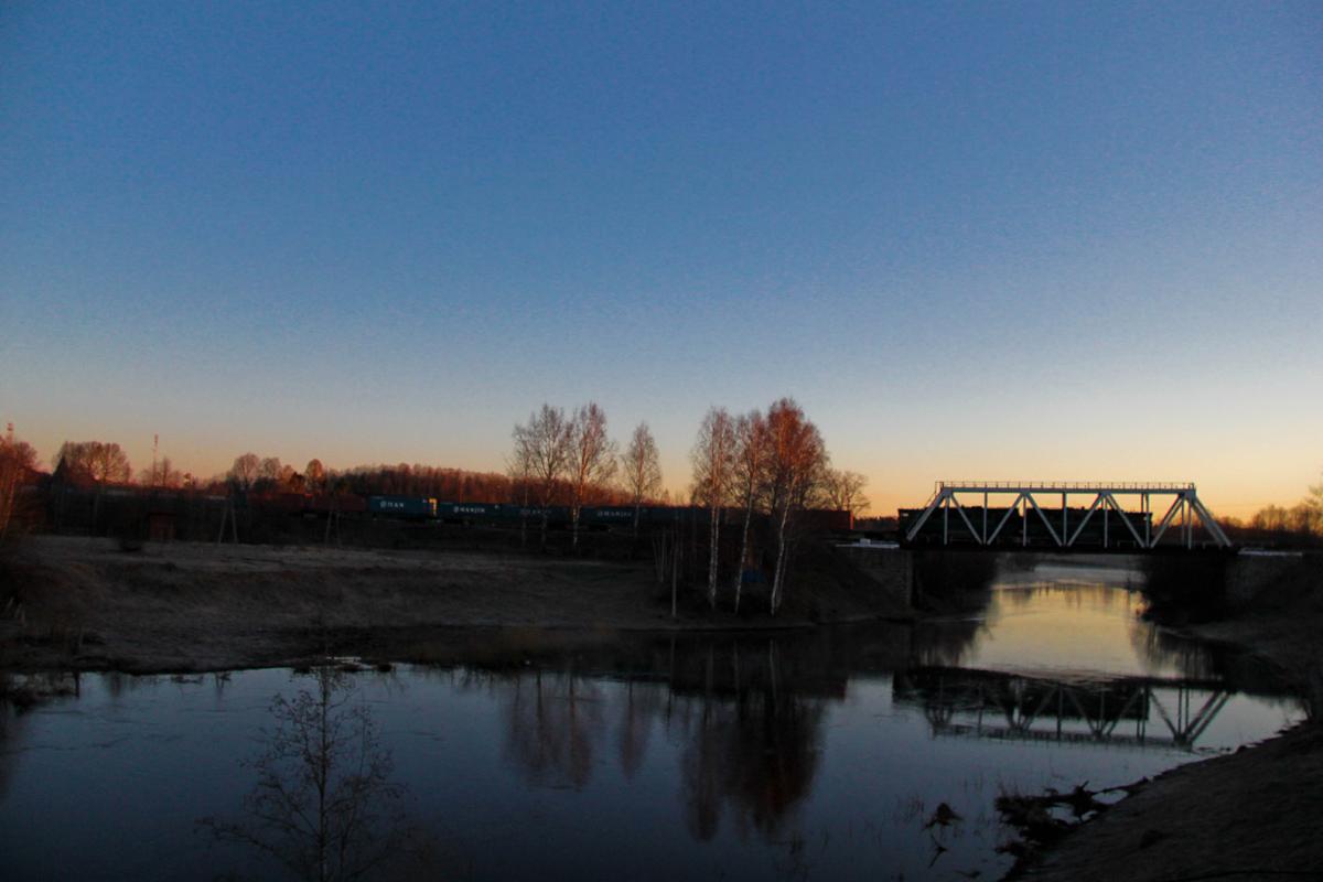 Тепловоз 2ТЭ116 на Мстинском мосту