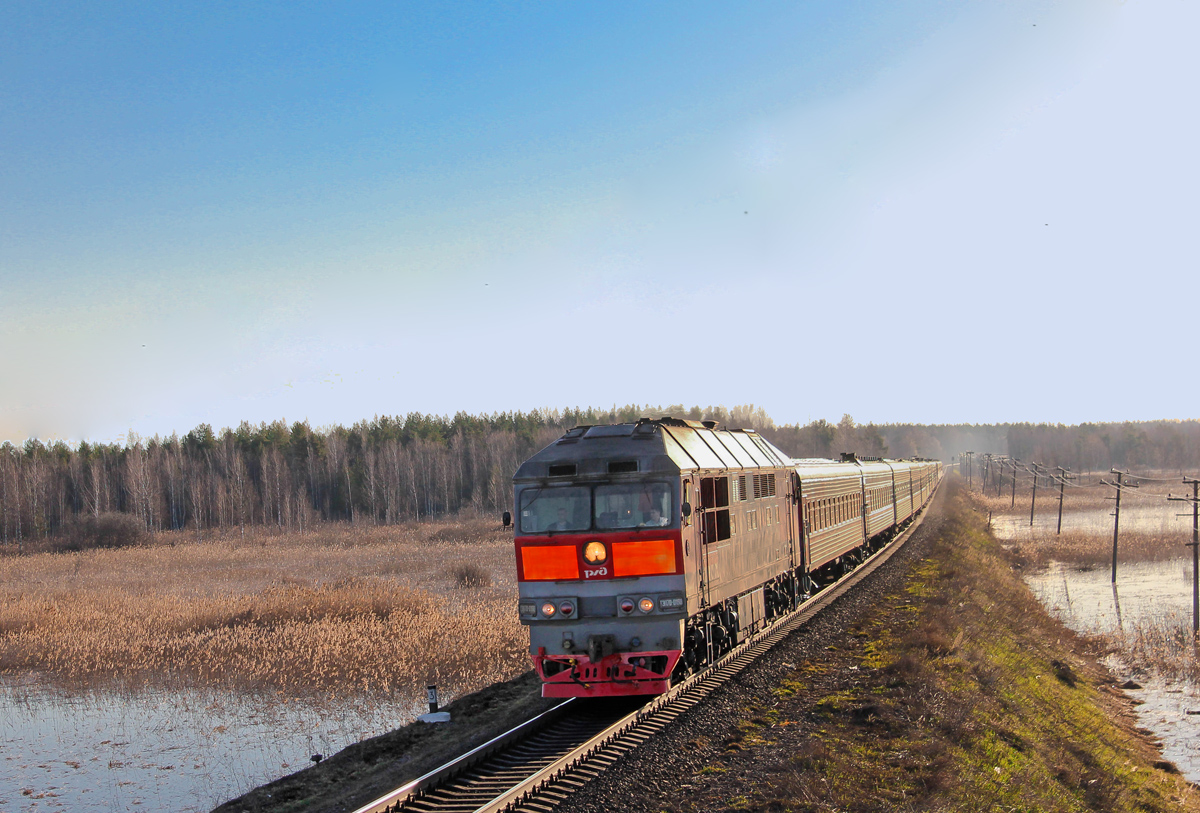 Тепловоз ТЭП70-03.. с поездом Иваново - Санкт-Петербург на перегоне Кафтино - Платищенка
