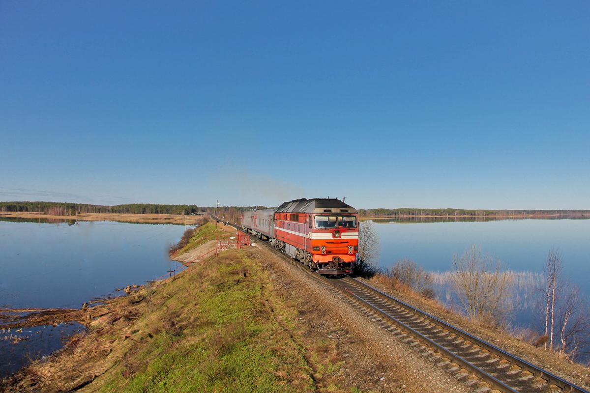 Тепловоз ТЭП70-0097 с пригородным поездом на перегоне Платищенка - Кафтино