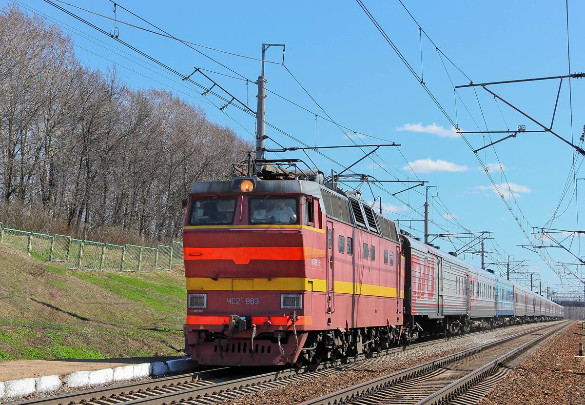 Электровоз ЧС2Т-963 с пассажирским поездом на перегоне Бологое-Московское - Березайка