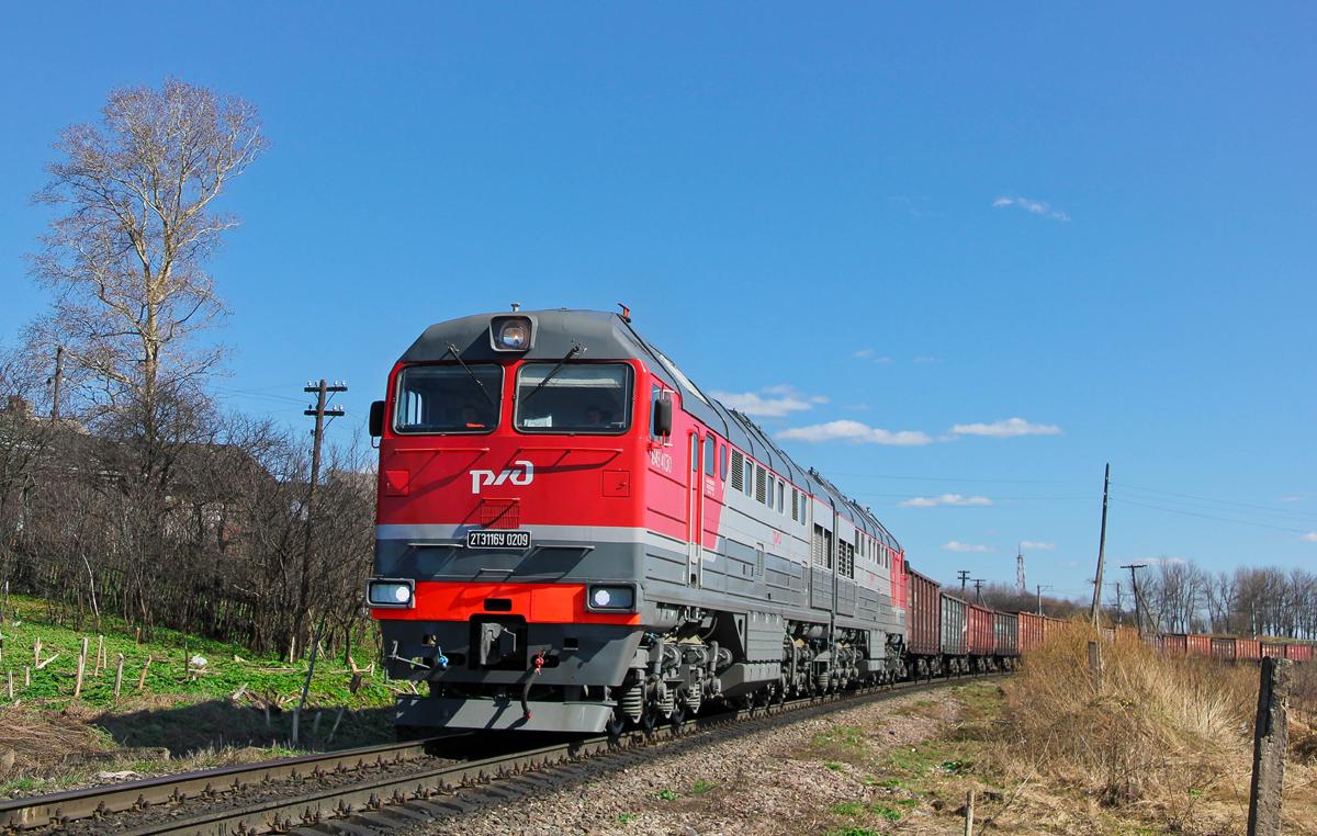 Тепловоз 2ТЭ116У-0209 с грузовым поездом на перегоне Бологое-Московское - Злино
