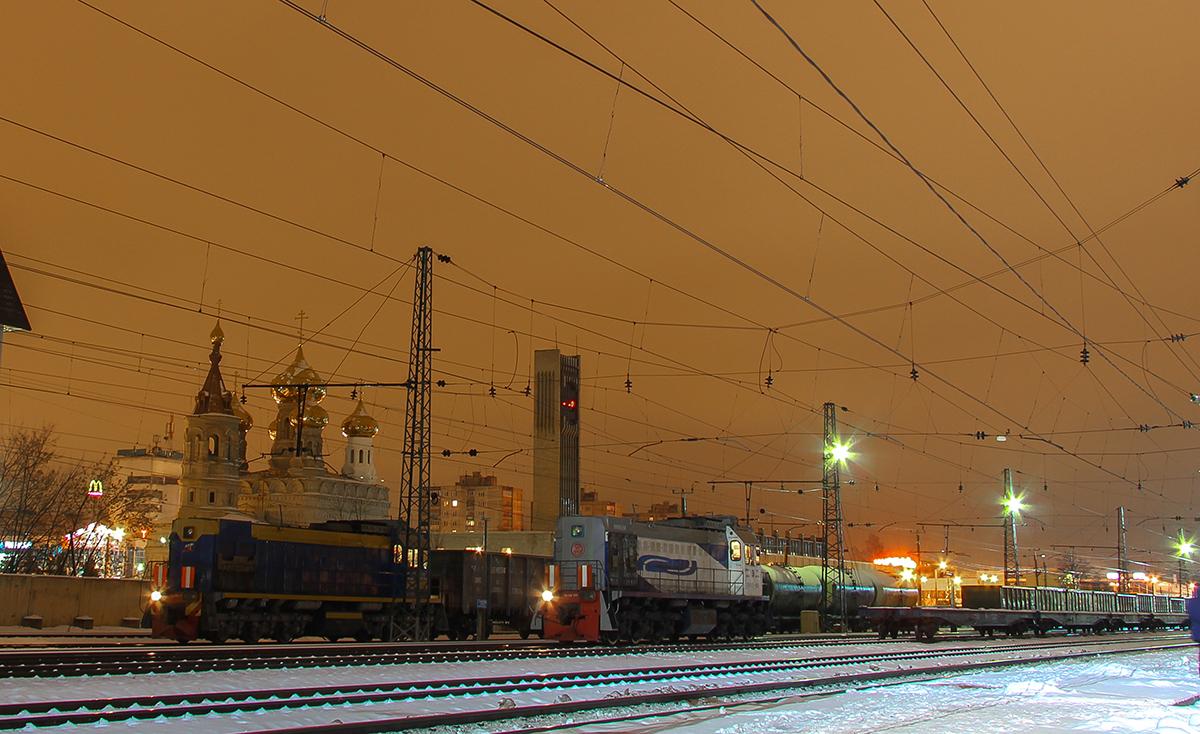 Тепловозы ТЭМ18Д-088 и ТЭМ18Д-141 на станции Тверь