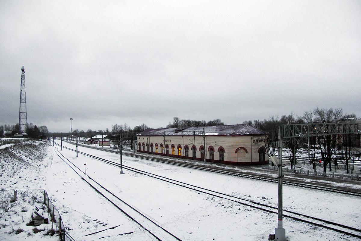 Вид с моста станции Спирово в сторону станции Калашниково