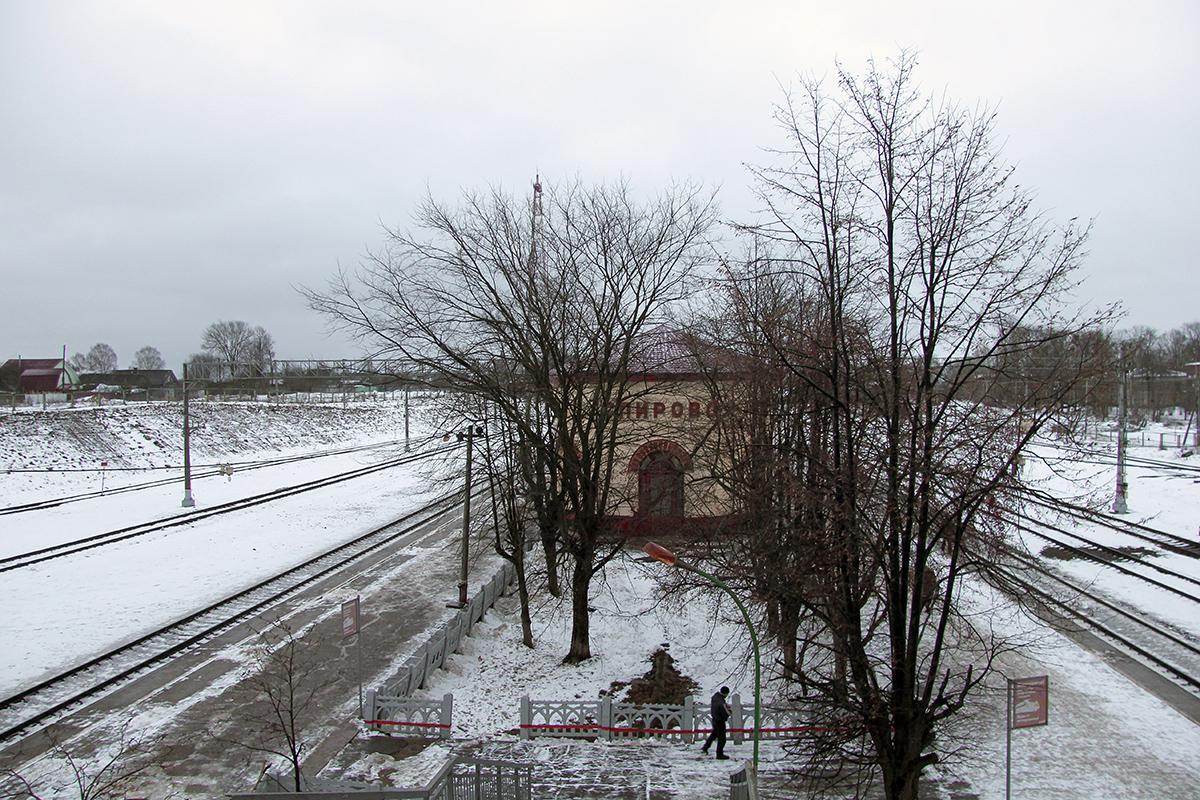 Пассажирские платформы станции Спирово