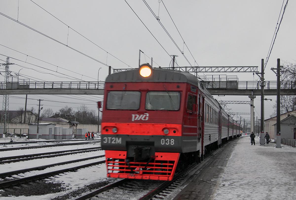 Электропоезд ЭТ2М-038 на станции Спирово