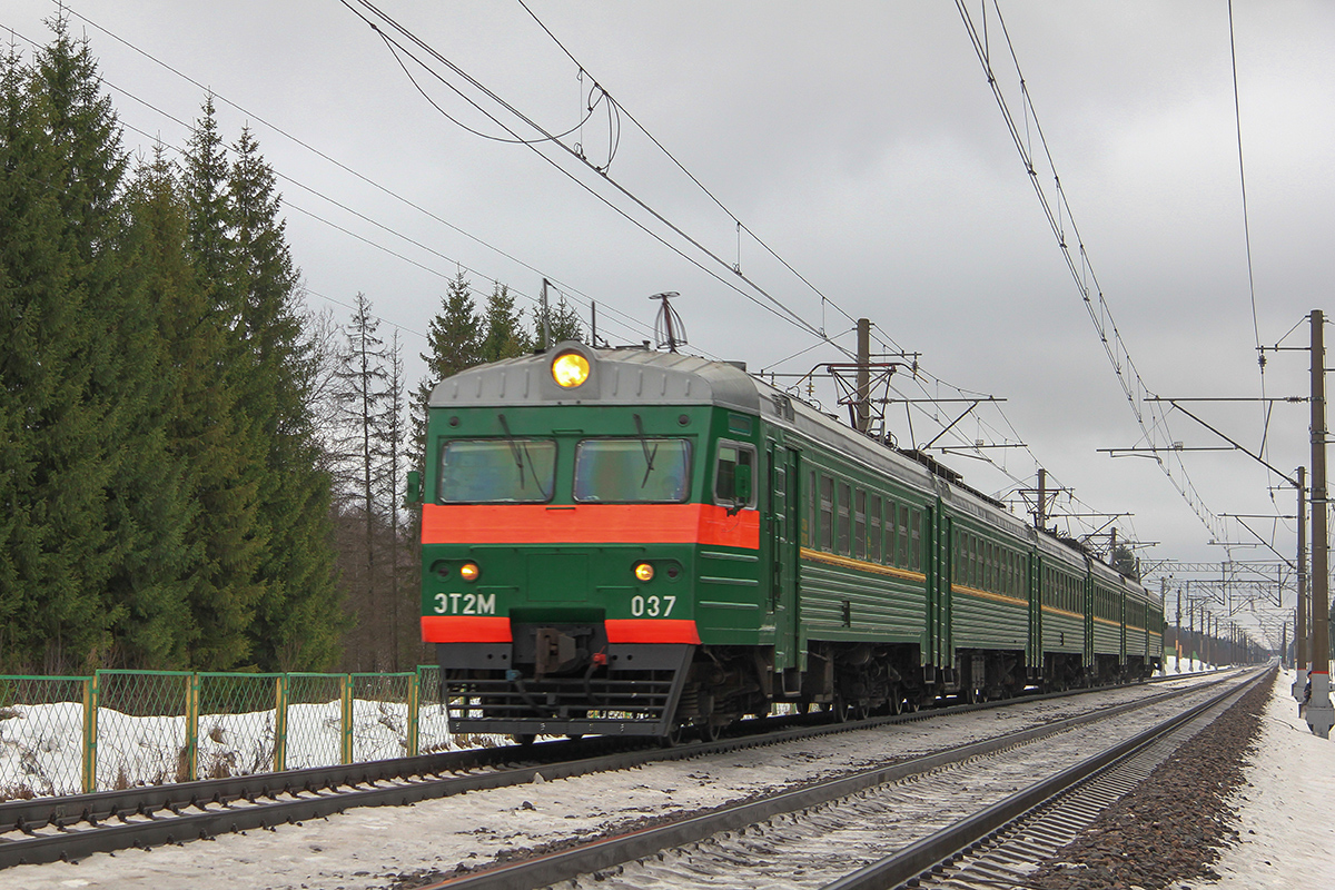 Электропоезд ЭТ2М-037 на перегоне Калашниково - Спирово