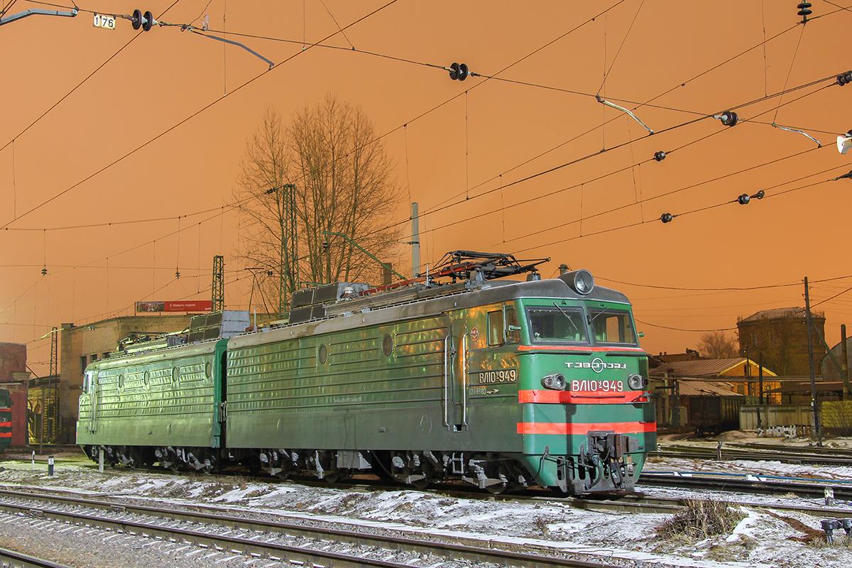 Электровоз ВЛ10У-949 на станции Тверь