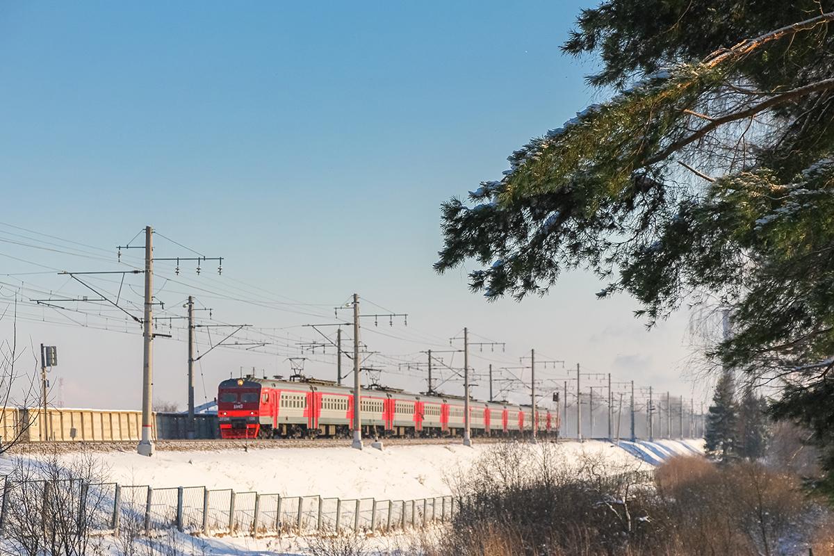 Электропоезд ЭТ2М-136 на перегоне Клин - Решетниково