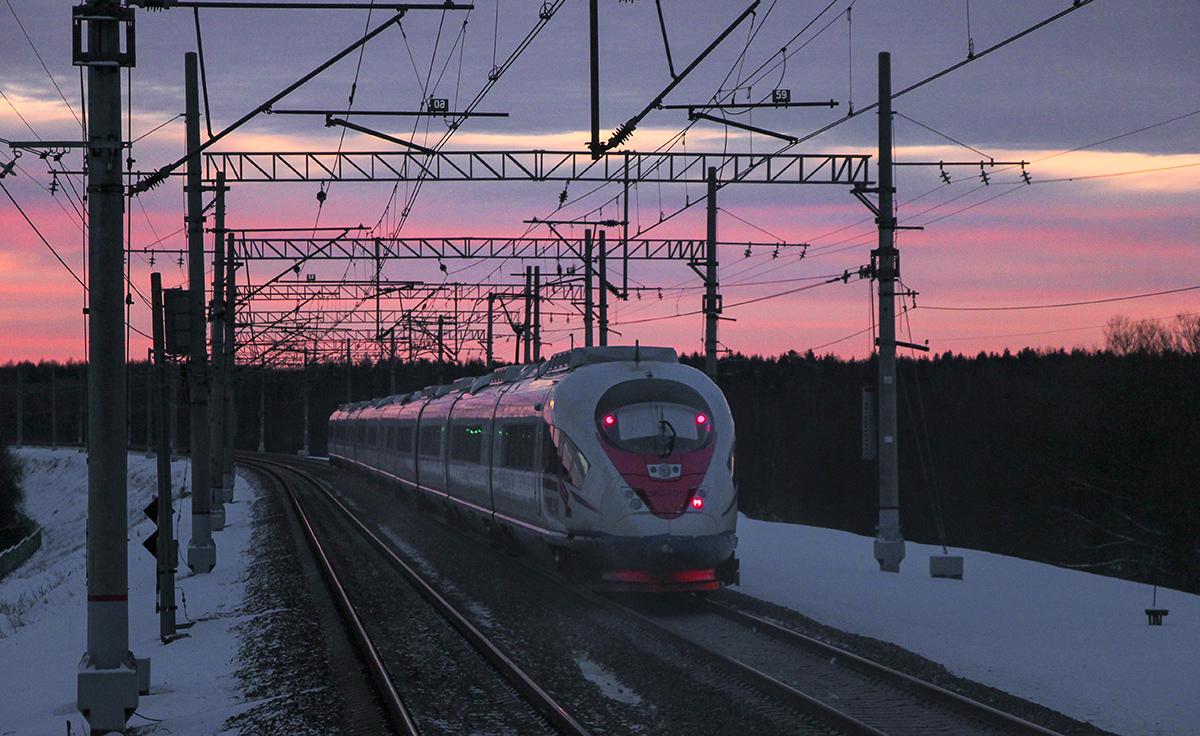Электропоезд ЭВС2-03 «Сапсан» на перегоне Тверь - Редкино