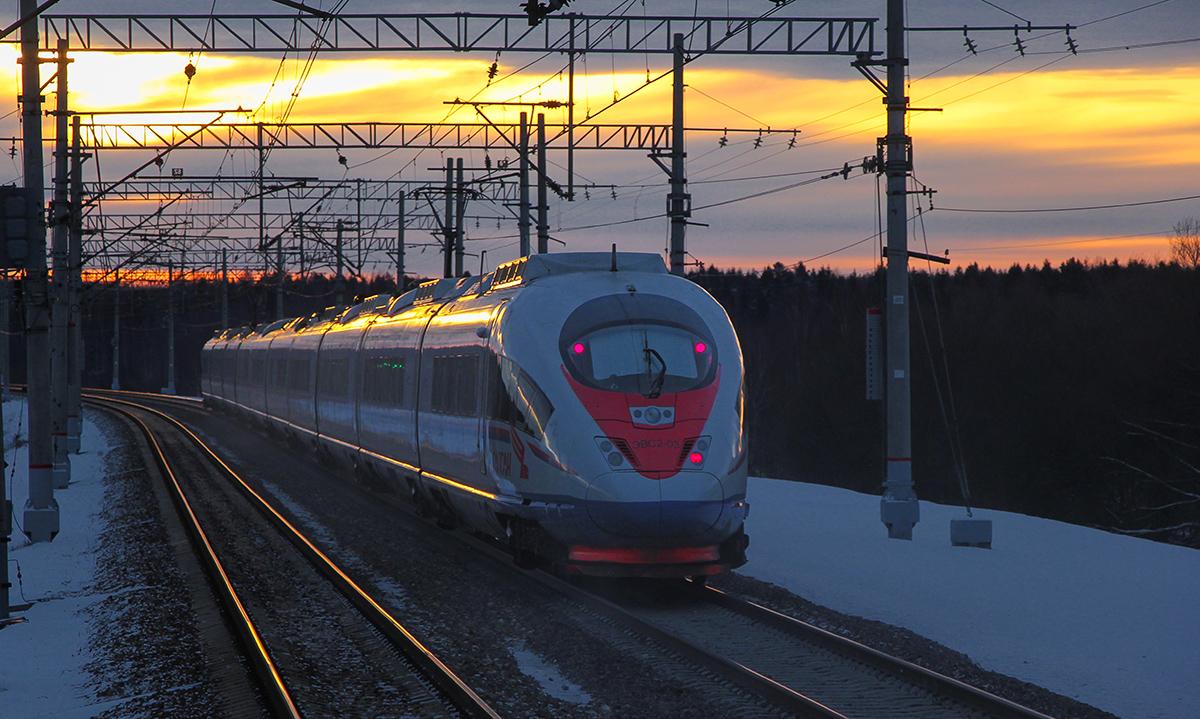 Электропоезд ЭВС1-05 «Сапсан» на перегоне Тверь - Редкино