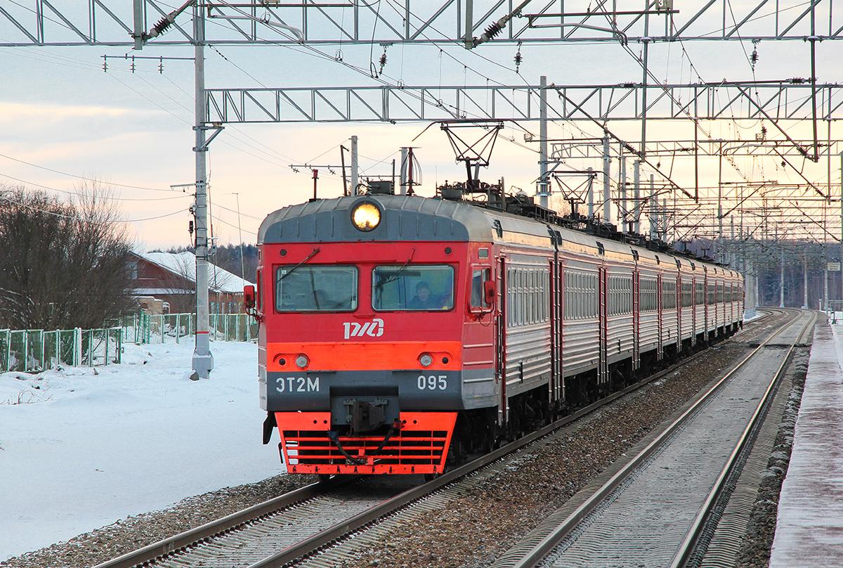 Электропоезд ЭТ2М-095 проследует платформу Кузьминка, перегон Редкино - Тверь