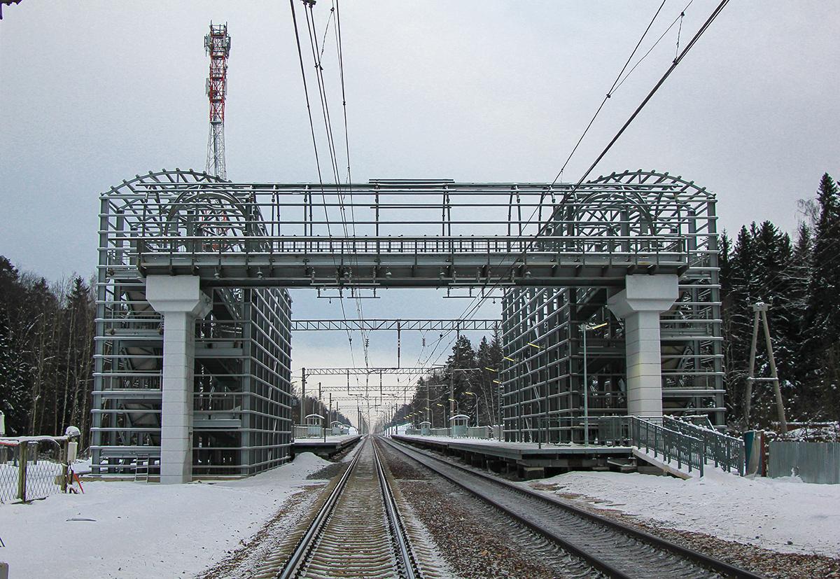 Пешеходный мост у платформы Радищево