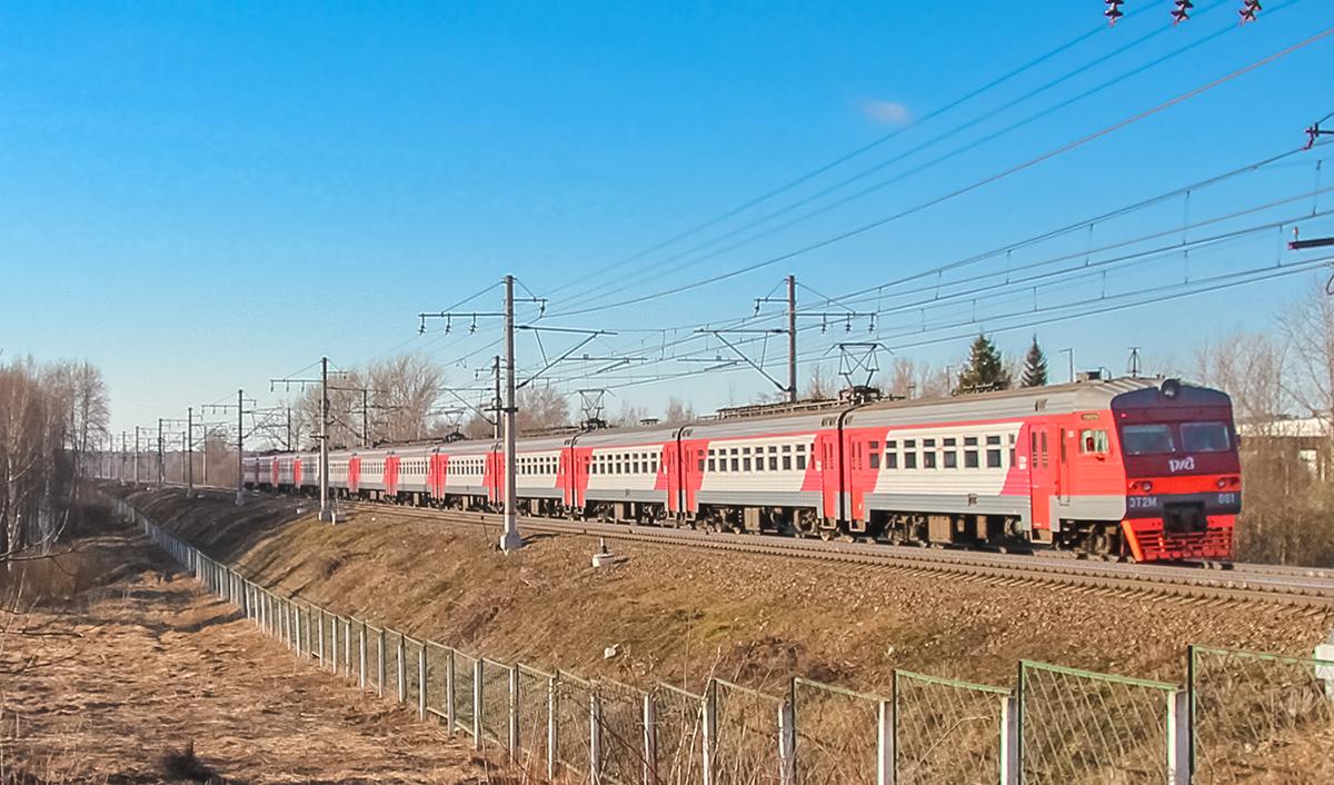 Электропоезд ЭТ2М-061 на перегоне Решетниково - Клин