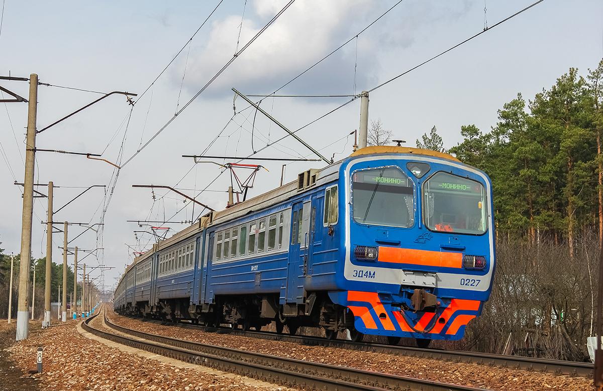 Электропоезд ЭД4М-0227 на перегоне Монино - Чкаловская