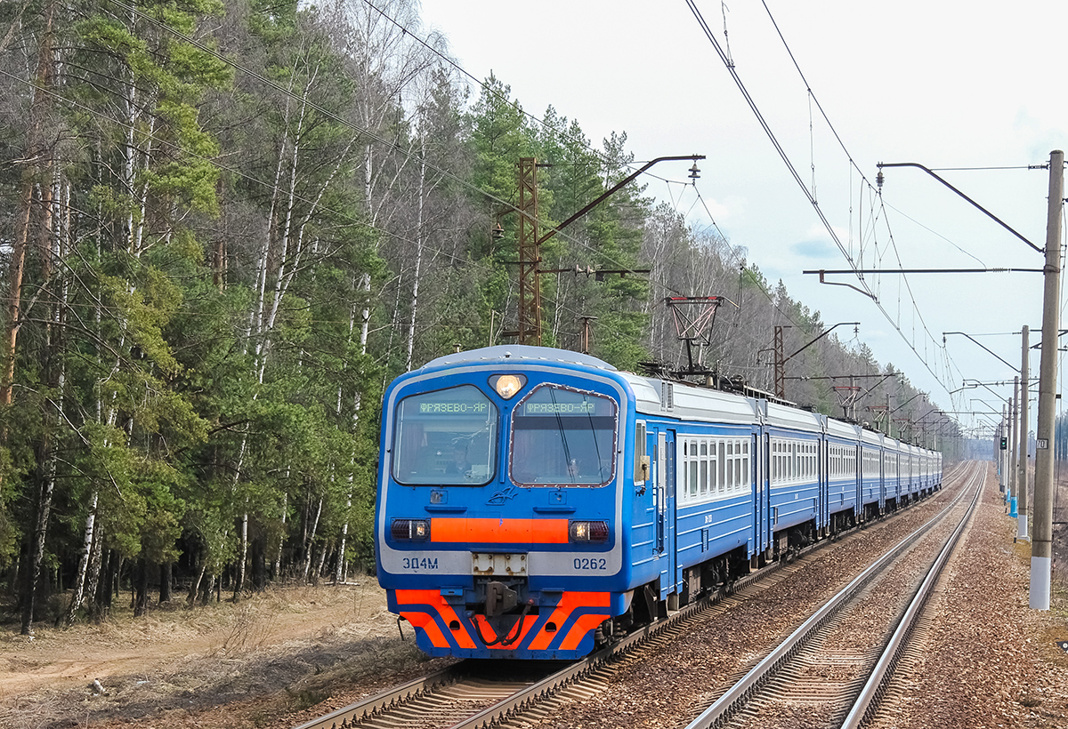 Электропоезд ЭД4М-0262 прибывает к платформе Циолковская, перегоне Монино - Чкаловская