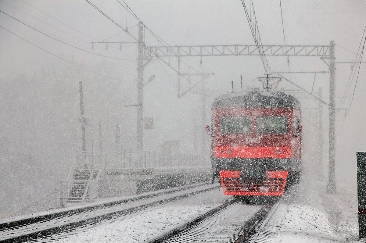Электропоезд ЭТ2М-129 близ платформы Межево, перегон Редкино - Тверь