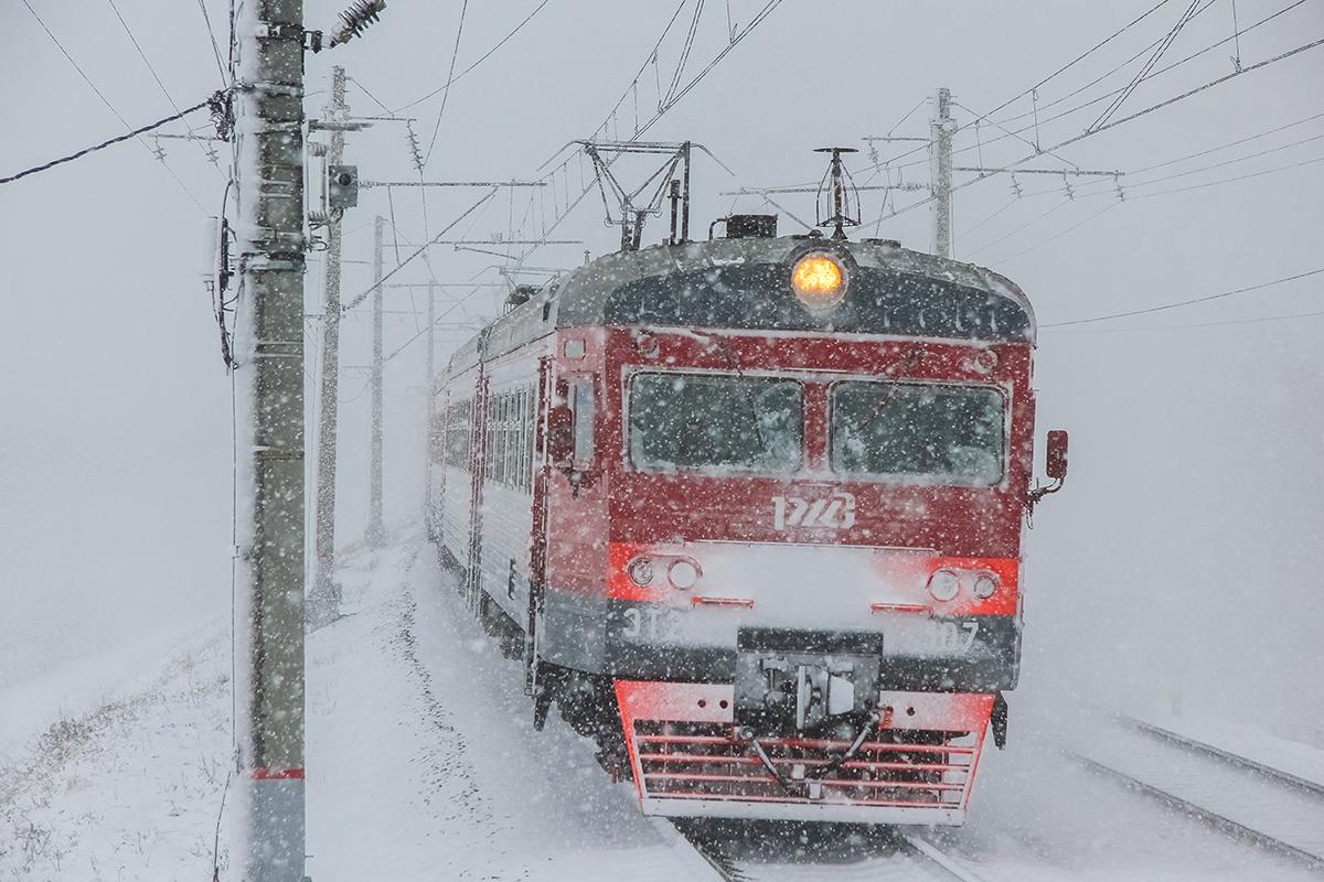 Электропоезд ЭТ2М-107 проследует остановочный пункт Межево, перегон Редкино - Тверь