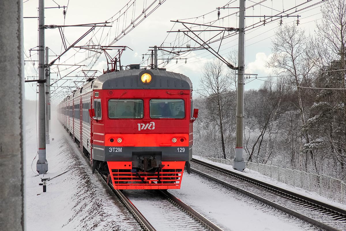 Электропоезд ЭТ2М-129 близ платформы Межево, перегон Тверь - Редкино