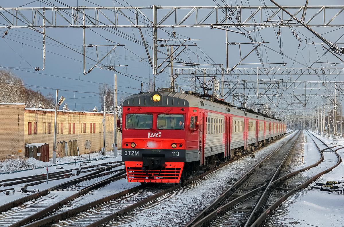 Электропоезд ЭТ2М-113 на станции Редкино