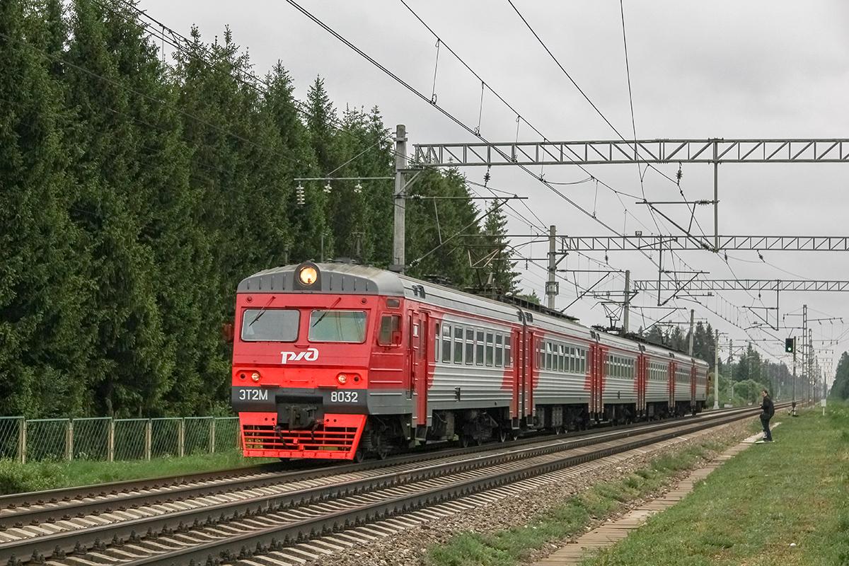 Сборный электропоезд ЭТ2М-8032 прибывает к платформе Кулицкая, перегон Дорошиха - Лихославль