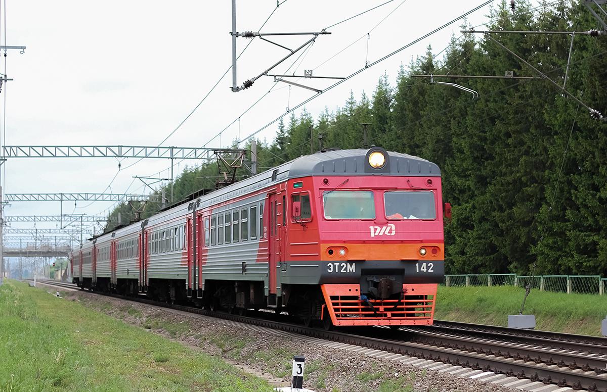 Электропоезд ЭТ2М-142 на перегоне Лихославль - Дорошиха