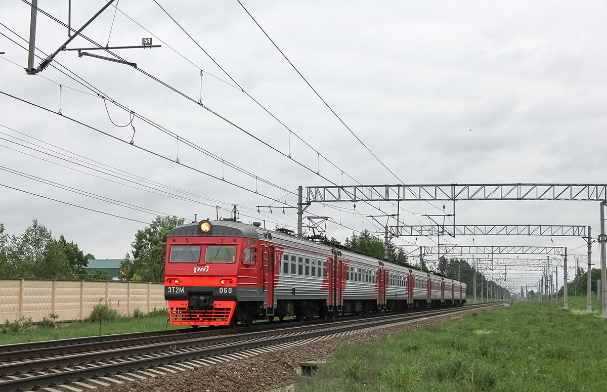 Электропоезд ЭТ2М-060 прибывает к остановочному пункту Кулицкая, перегон Лихославль - Дорошиха