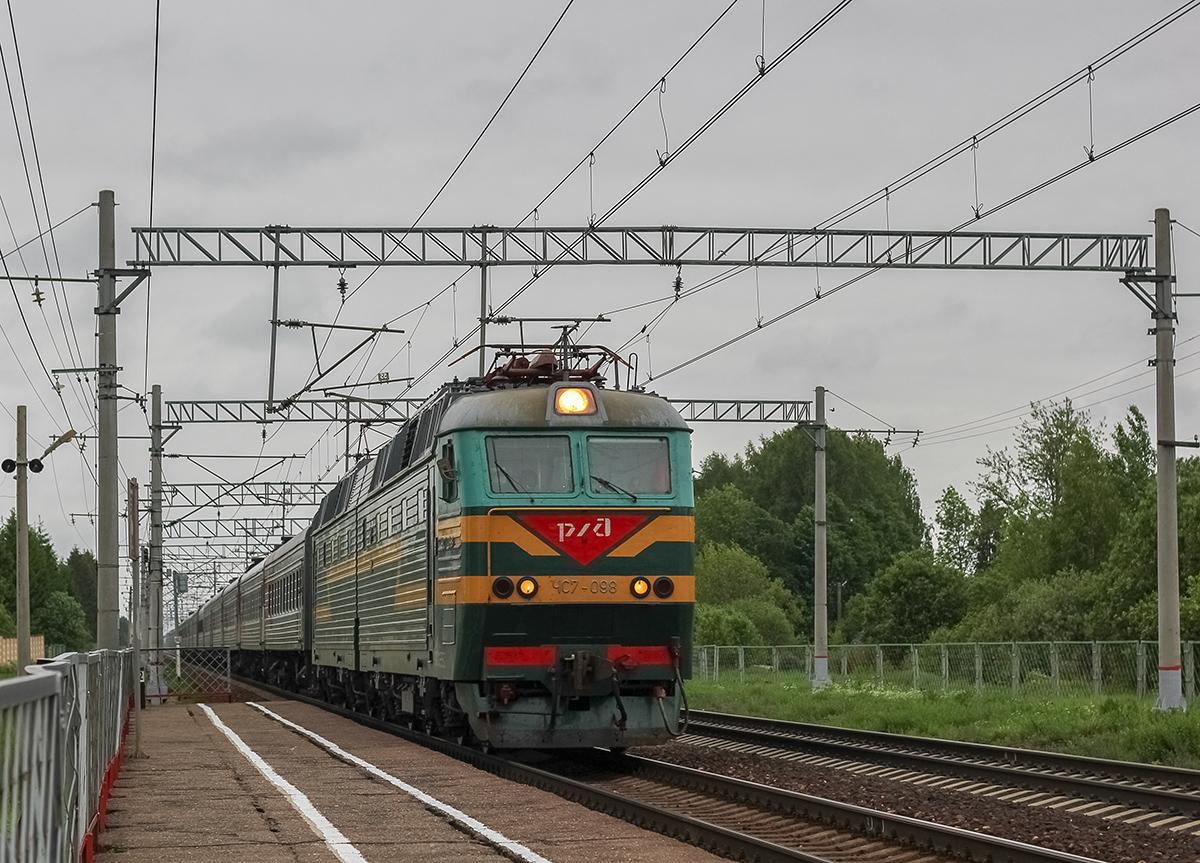 Электровоз ЧС7-098 с пассажирским поездом, перегон Лихославль - Дорошиха