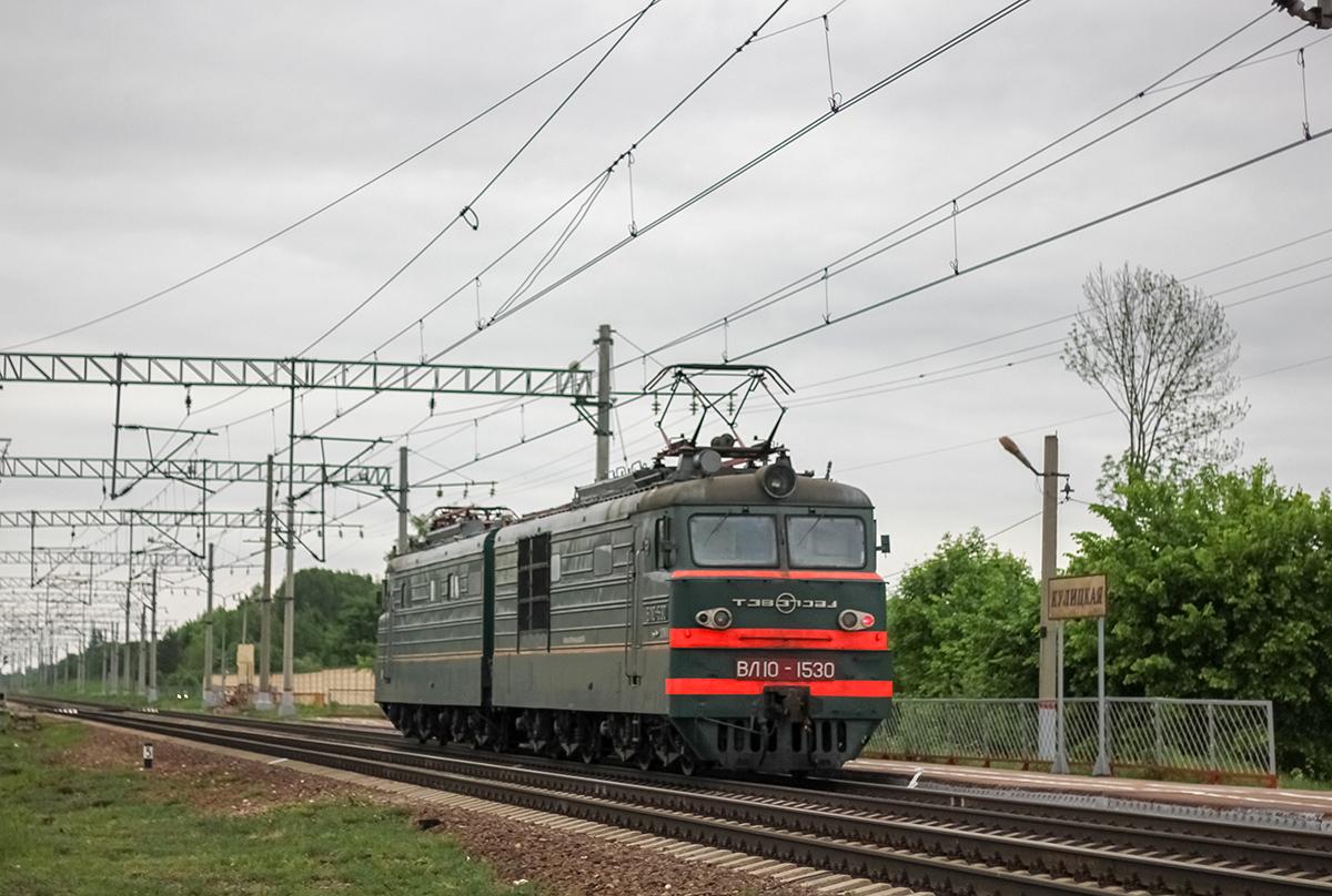 Электровоз ВЛ10-1530 проследует платформу Кулицкая, перегон Дорошиха - Лихославль