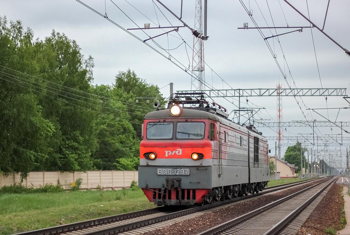 Электровоз ВЛ10-1297 в окрестностях платформы Кулицкая, перегон Лихославль - Дорошиха