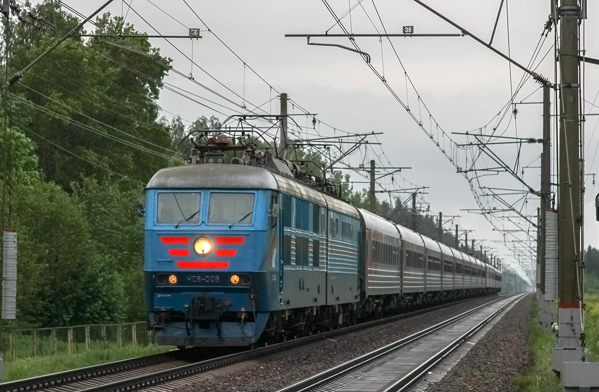 Электровоз ЧС6-006 с поездом №055А близ платформы Брянцево, перегон Лихославль - Дорошиха