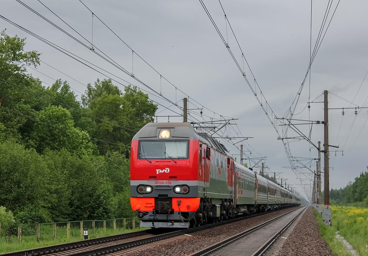 Электровоз ЭП2К-159 с пассажирским поездом около платформы Брянцево, перегон Лихославль - Дорошиха
