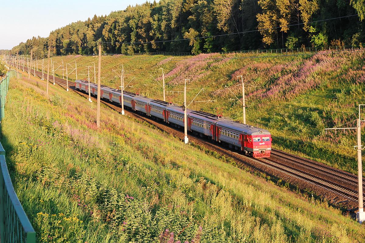 Электропоезд ЭТ2М-092 на перегоне Подсолнечная - Клин