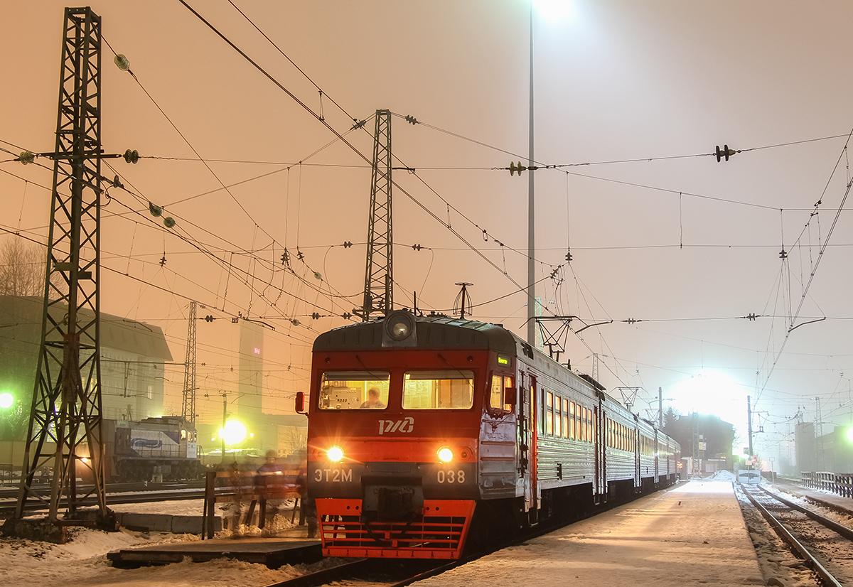 Электропоезд ЭТ2М-038 на станции Тверь