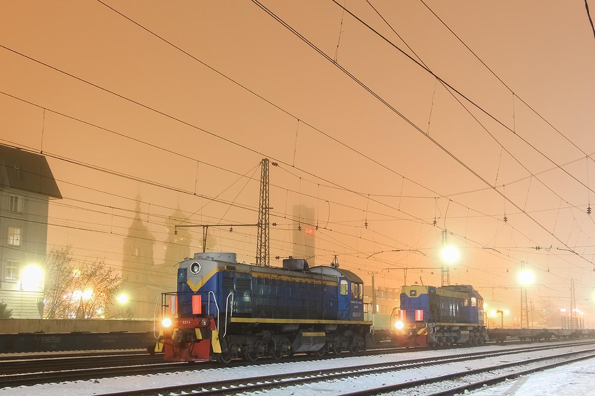 Тепловозы ТЭМ2-6224 и ТЭМ18Д-140 на станции Тверь