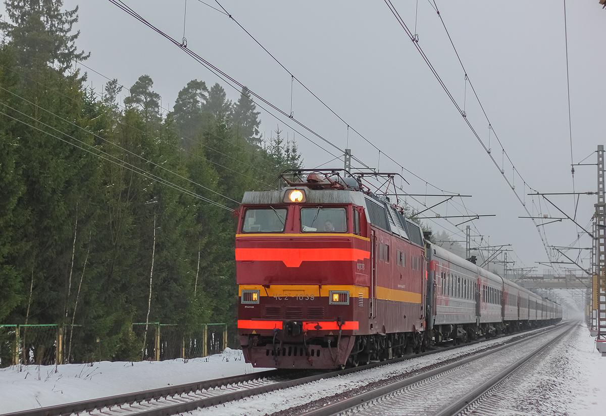Электровоз ЧС2Т-1039 во главе пассажирского поезда, перегон Лихославль - Дорошиха