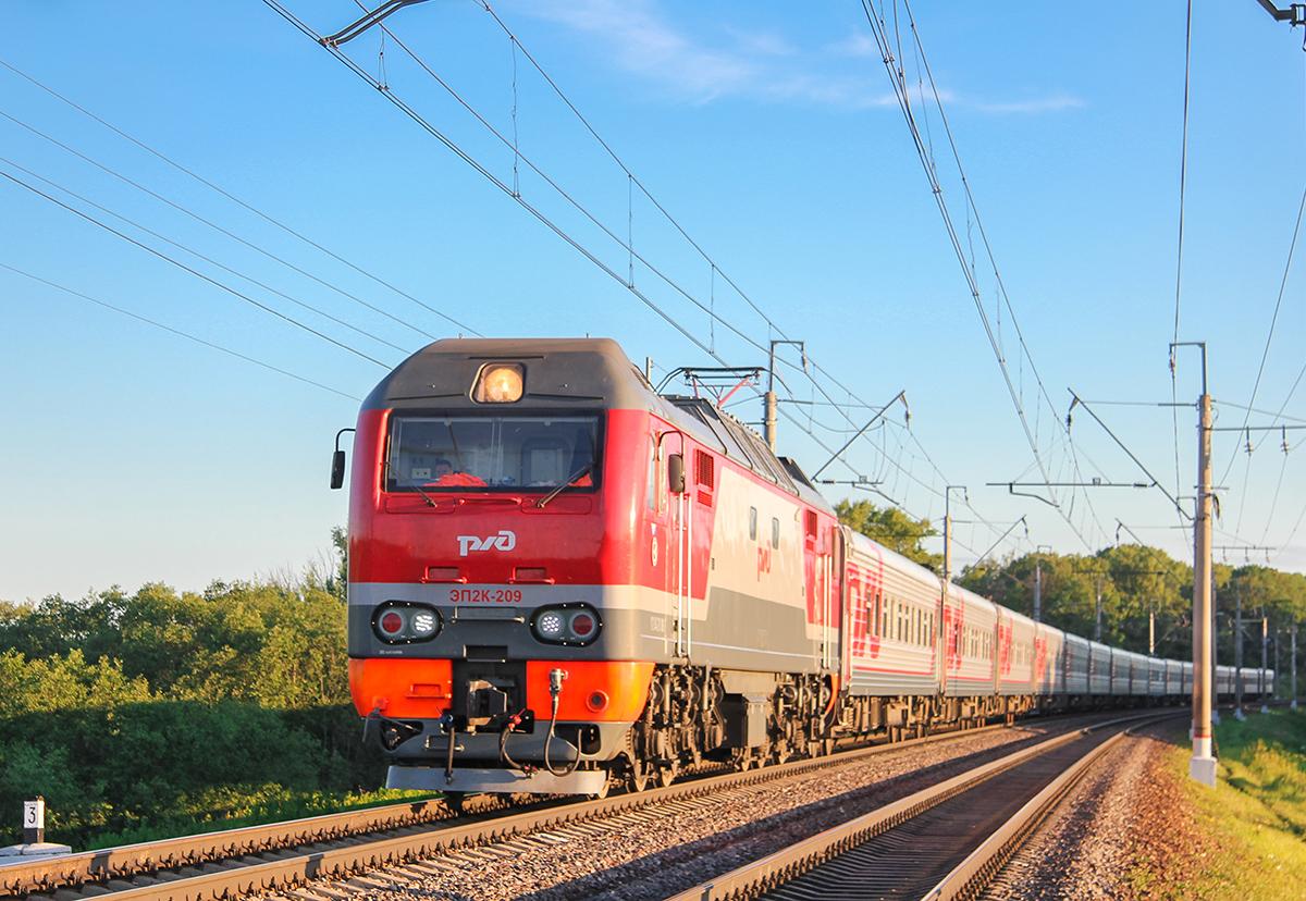 Электровоз ЭП2К-209 с поездом, перегон Клин - Подсолнечная
