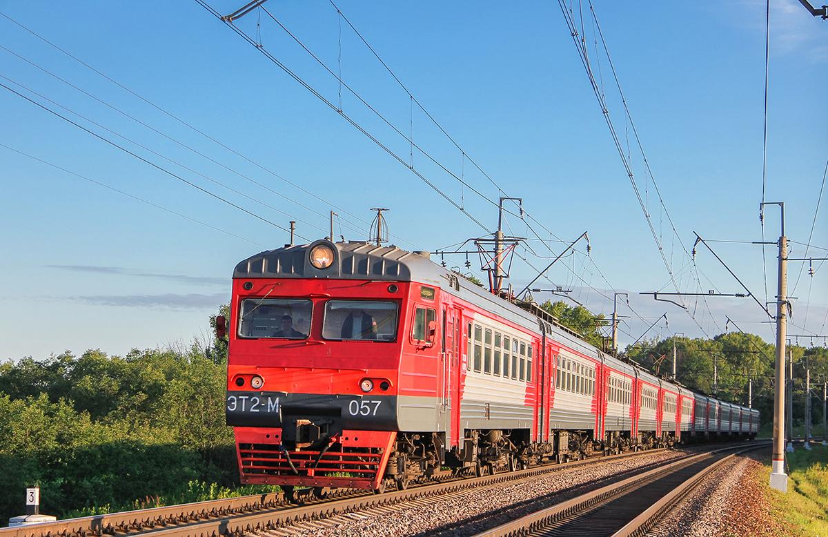 Электропоезд ЭТ2М-057 на перегоне Клин - Подсолнечная