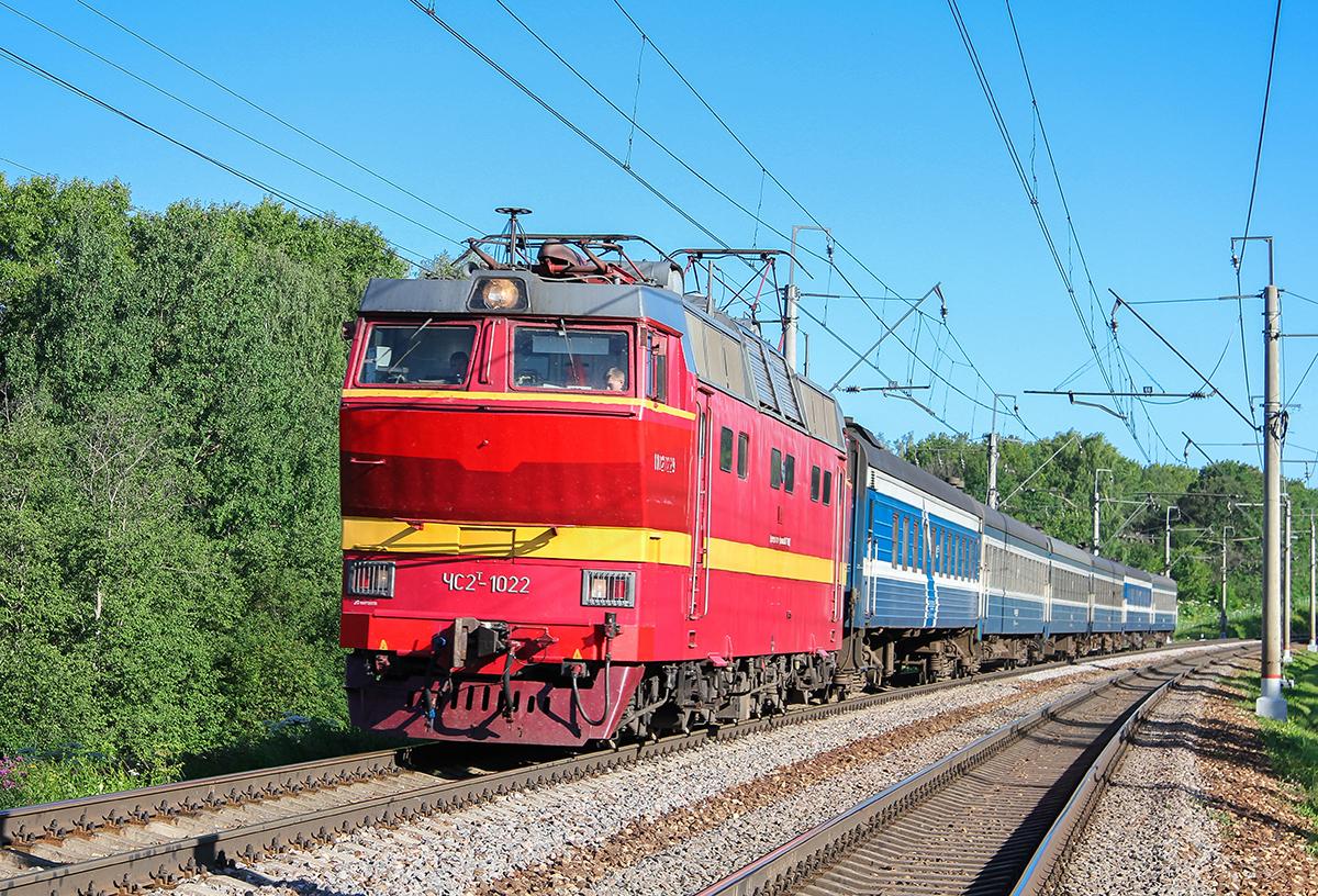 Электровоз ЧС2Т-1022 с поездом Таллин - Москва, перегон Клин - Подсолнечная