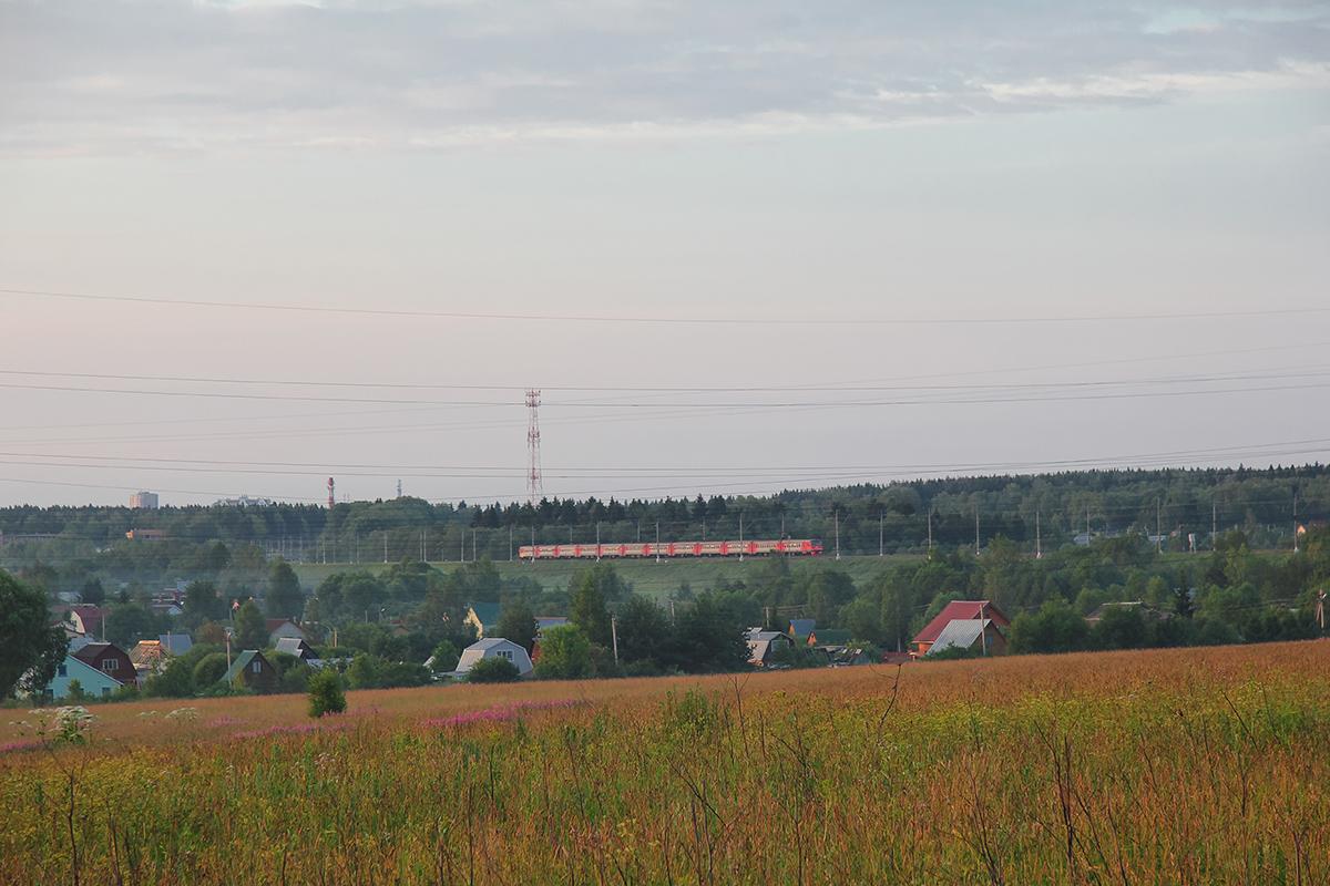 Электропоезд ЭТ2М близ платформы Сенеж, перегон Клин - Подсолнечная