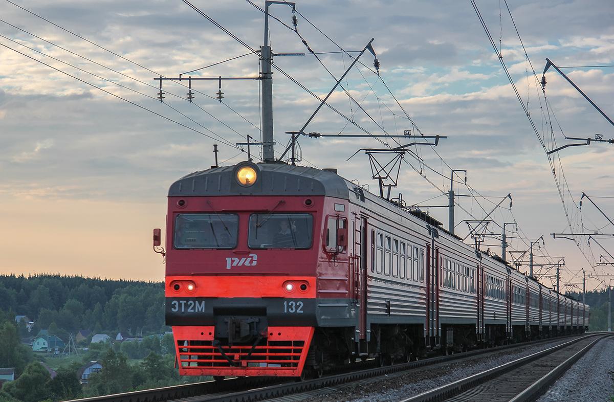 Электропоезд ЭТ2М-132 близ платформы Сенеж, перегон Подсолнечная - Клин