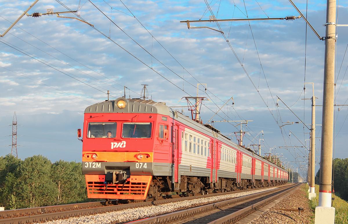 Электропоезд ЭТ2М-074 в окрестностях платформы Сенеж, перегон Клин - Подсолнечная